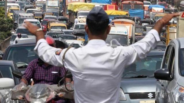 ट्रैफिक उल्लंघन ने यूपी के सपा विधायक को बनाया भगोड़ा, पुलिस चार वारंट लेकर खोज रही है