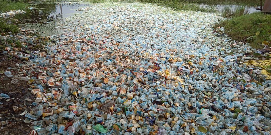 प्रतिबंध बेअसर, प्लास्टिक व पालीथिन से पटे बाजार