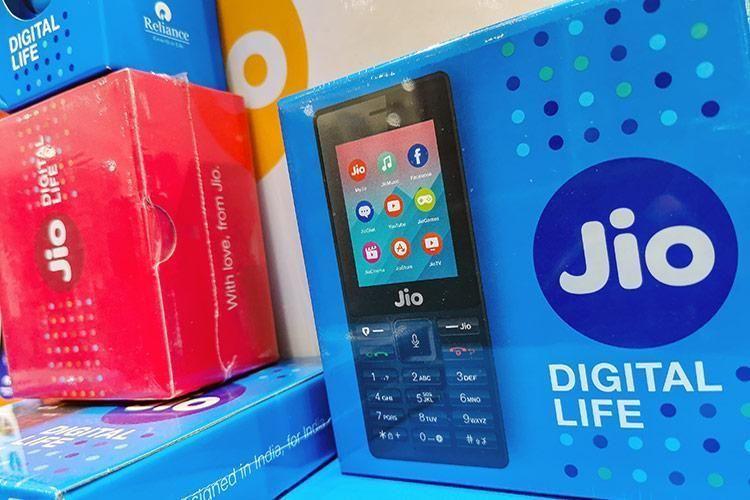 JioPhone दिवाली ऑफर, 1500 रुपए का जियो फोन 699 रुपए में खरीदें, जानें- खूबियां और क्या है प्लान