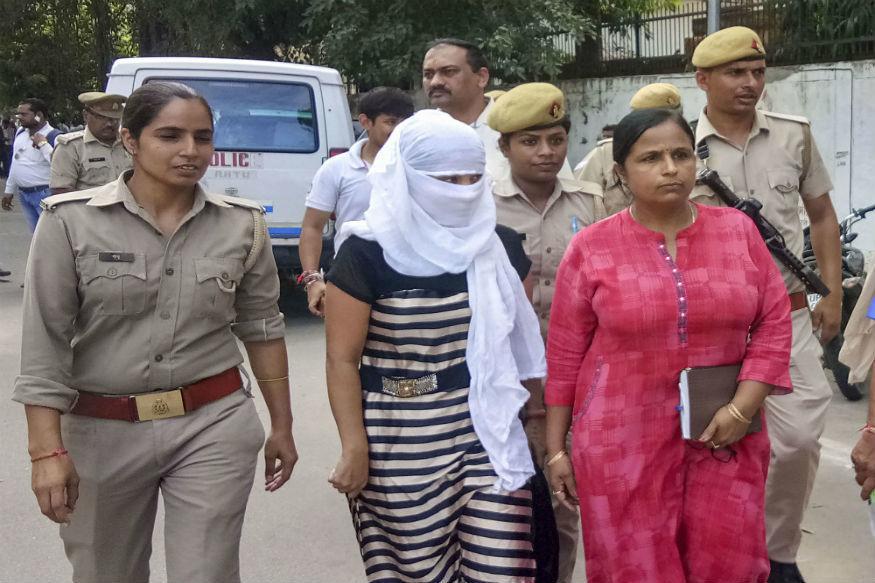 संबंध बनाने से इनकार करने पर पीड़िता के कपड़े फाड़ देता था चिन्मयानंद, सरकारी वकील का बड़ा खुलासा