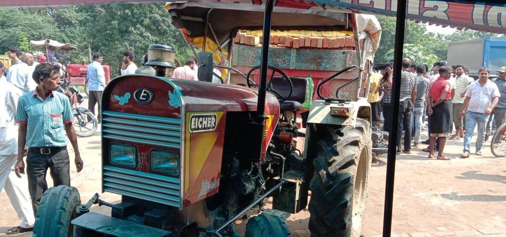 कानपुर में ईटा से भरे ट्रैक्टर ने दो बाइक सवारों को कुचला, मौके पर मौत