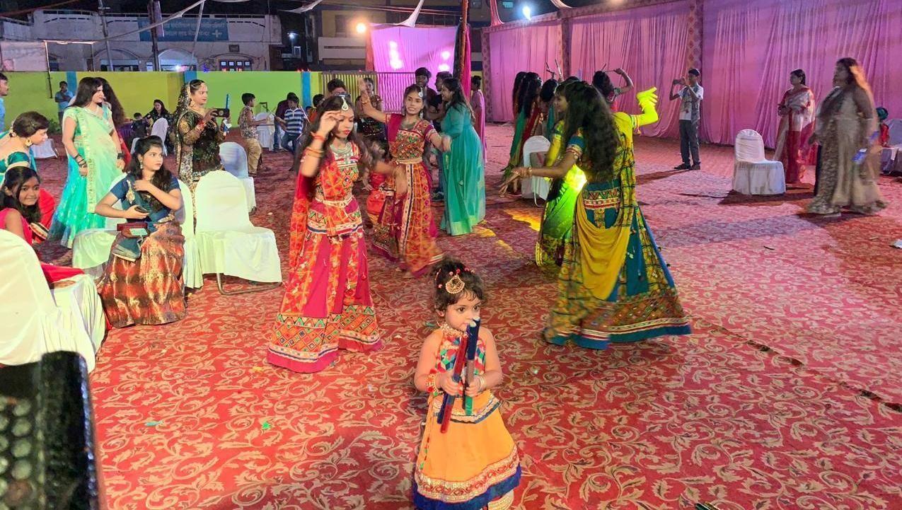 मुनि रमन के गानों से सजा शहर का आंगन