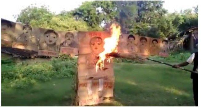 रावण की जगह सांसद, मंत्रियो और अफसरों का किया गया पुतला दहन
