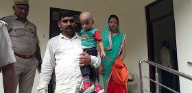 जौनपुर में डीएम ऑफिस के सामने पति, पत्नी ने अपने दूध मुहे बच्चे के साथ किया आत्मदाह का प्रयास