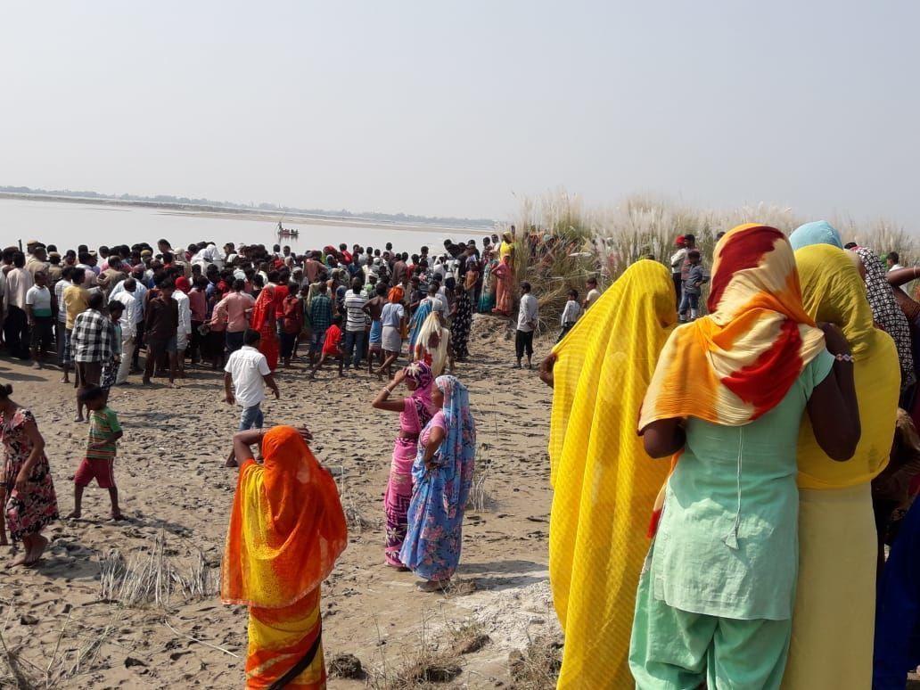 संतकबीरनगर में नाव सरयू में पलटी, चार की मौत