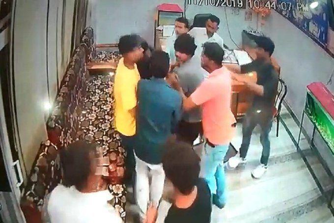 हरदोई में दबंगों ने होटल में घुसकर की मारपीट, CCTV कैमरे में कैद हुई वारदात
