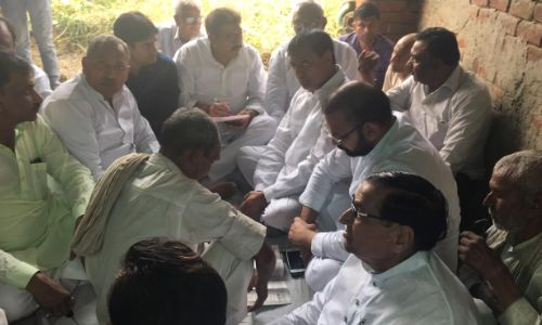 कांग्रेस का प्रतिनिधिमंडल पंकज के नेतृत्व में पहुँचा हापुड़ मिला पीड़ित परिवार से