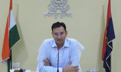 हमीरपुर:  एसपी श्लोक कुमार ने संभाली कमान, जिले के सभी अधिकारियों संग की गोष्टी, दिए आवश्यक निर्देश