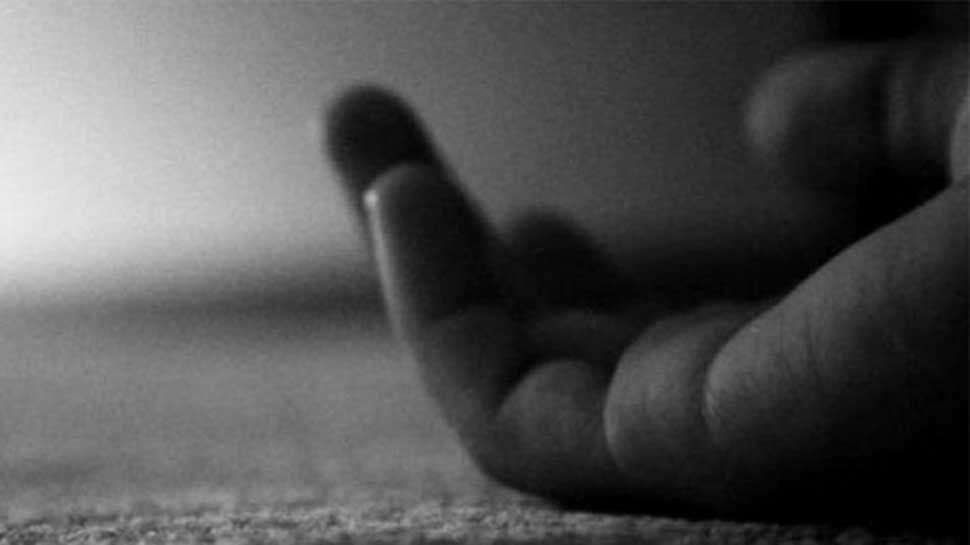 नोएडा में छात्रा को चाकू मारकर 8वीं मंजिल से कूदा 15 साल का लड़का, हुई मौत