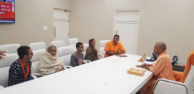 सीएम योगी से मिला कमलेश तिवारी का परिवार, रखीं ये मांगें