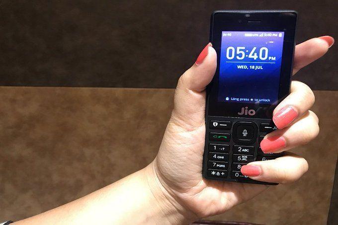 JioPhone पर धमाकेदार Diwali ऑफर, घर बैठे किसी को भी बेहद सस्ते में गिफ्ट करें ये 4G फोन