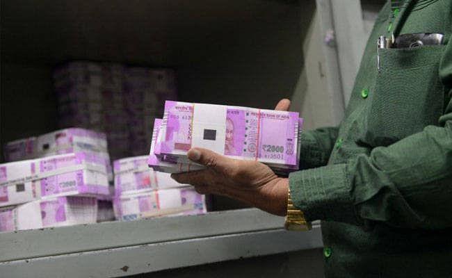 महाराष्ट्र में चुनाव अधिकारी ने मुंबई में 4.3 करोड़ रुपए नकद ले जाते हुए वाहन को पकड़ा