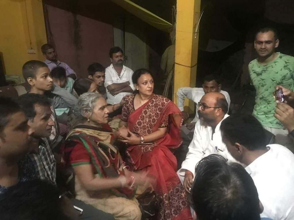 कांग्रेस के लल्लू और मोना पहुँचे कमलेश तिवारी के गाँव, बोले पीड़ित को भी दरबार में लगानी होगी हाजिरी