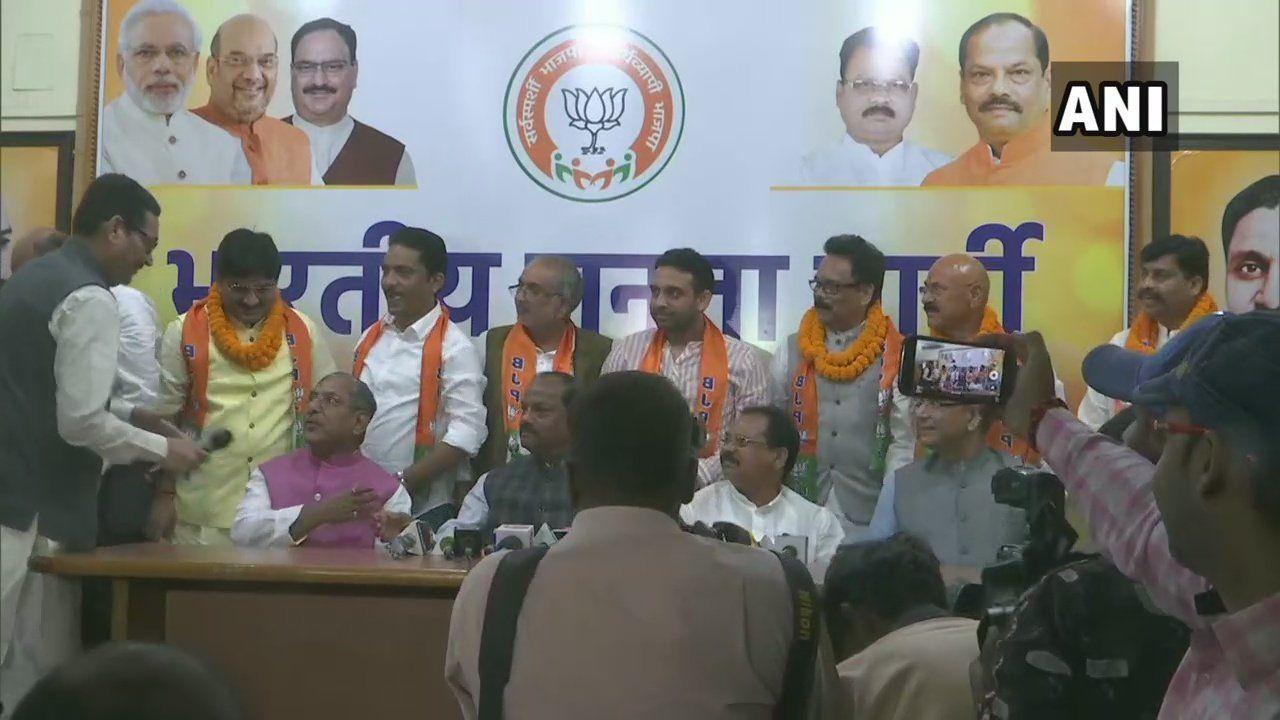 झारखंड में विपक्षीओं को दिया बीजेपी ने बड़ा झटका, जब 6 विधायकों ने थाम लिया बीजेपी का दामन