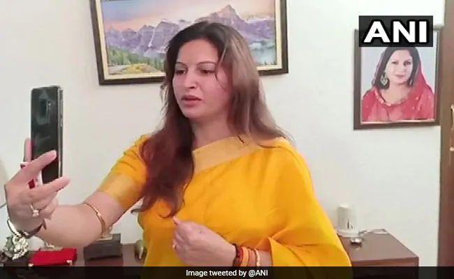 Haryana Assembly Polls 2019 : टिकटोक स्टार सोनाली फोगाट आदमपुर से चुनाव हार गई