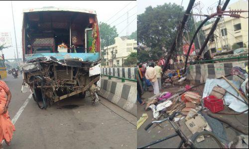 लखनऊ में टेढ़ी पुलिया के पास भीषण सड़क हादसा, तीन की मौत