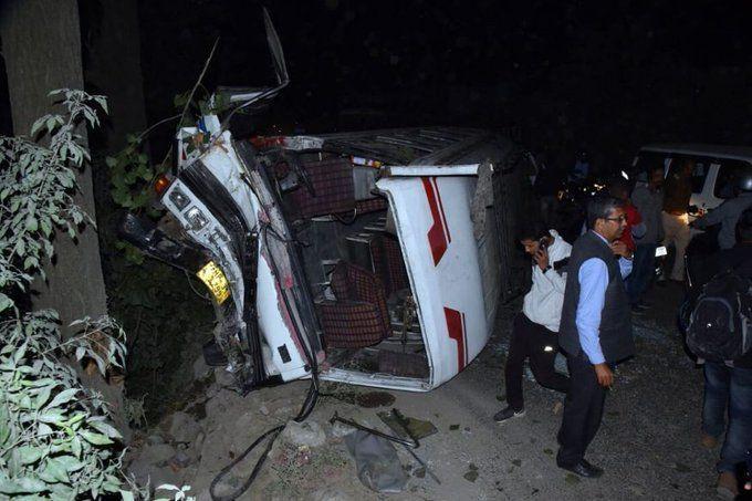 चंडीगढ़-मनाली नेशनल हाईवे पर हुआ बस हादसा, 15 घायल