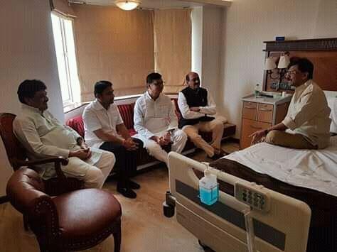 सरकार बनाते बनाते हुए शिवसेना नेता संजय राउत बीमार, अस्पताल में जाकर कांग्रेस के नेताओं ने लिए हालचाल और फिर ....