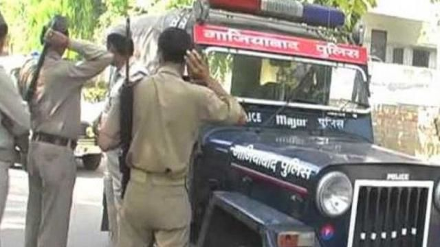 गाजियाबाद की पुलिस नहीं मानती सीएम योगी का कानून, फिर क्यों है इतनी बड़ी मेहरबानी?