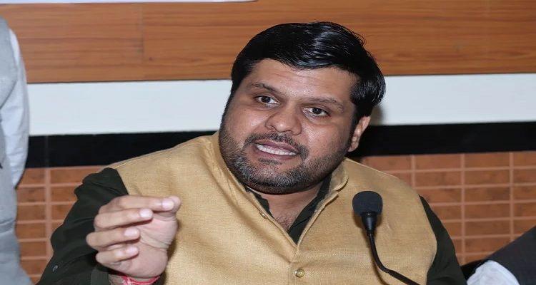 कांग्रेस के गौरव वल्लभ ने सीएम रघुवर दास को दी चुनौती