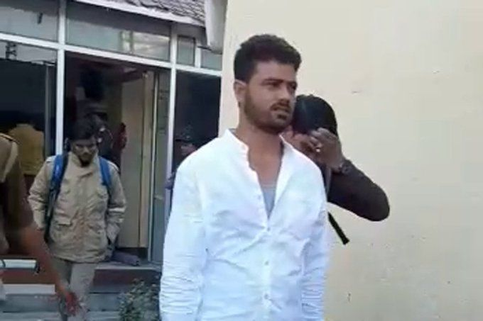 गोरखपुर: पेशी पर आया हत्यारोपी प्रेमिका संग होटल में आपत्तिजनक हालत में मिला