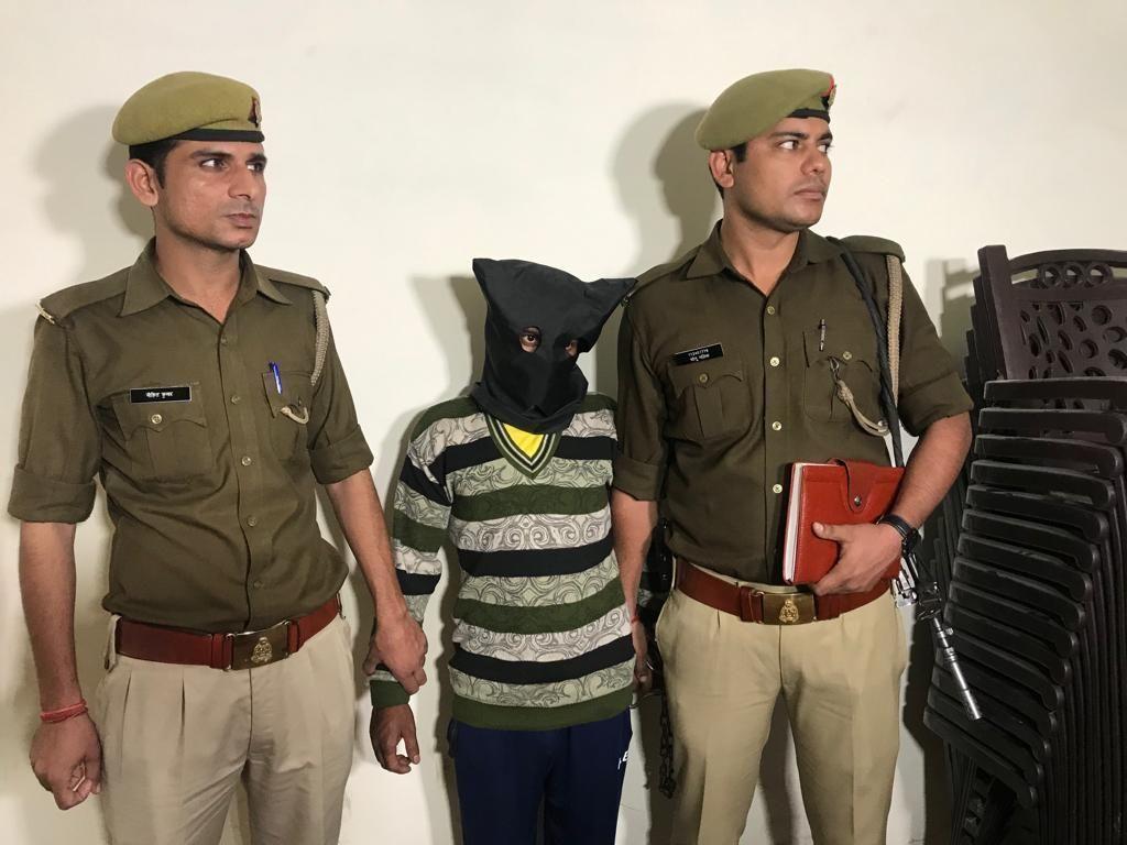 नोएडा पुलिस ने गैंगरेप के वांछित 25 हजार रुपये के इनामी अभियुक्त को किया गिरफ्तार