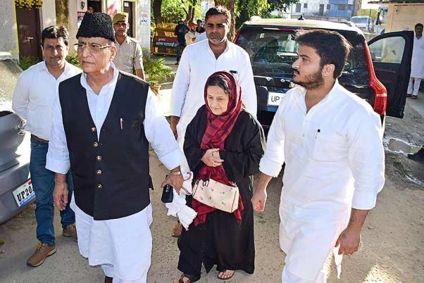 आजम खान के परिवार को कोर्ट से झटका, जारी किया गैर जमानती वारंट