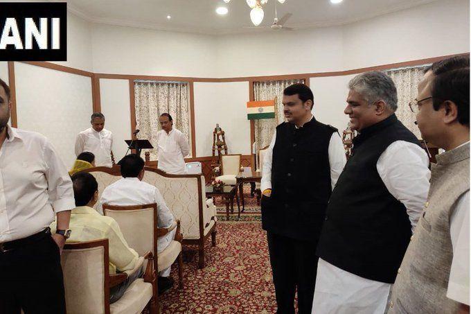 Maharashtra Government Formation Live: बीजेपी ने दिया शिवसेना, एनसीपी, कांग्रेस को बड़ा झटका, महाराष्ट्र के सीएम बने देवेंद्र फडणवीस