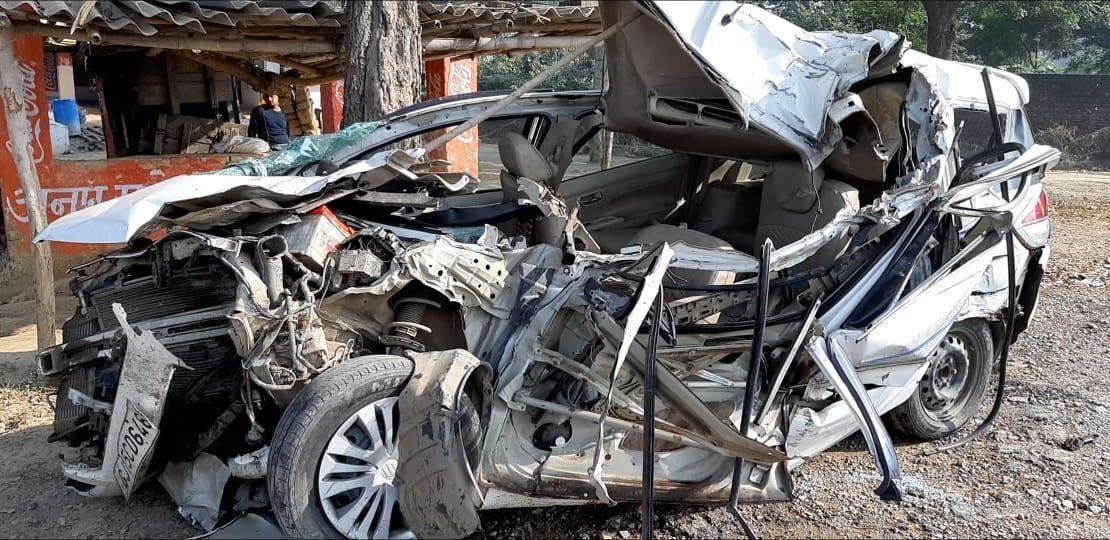 कौशाम्बी: खड़े ट्रक से टकराई कार, एक की मौत दो घायल