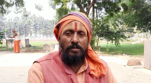 जौनपुर:  पूर्व DGP जगमोहन यादव पर मन्दिर की जमीन कब्जाने का आरोप