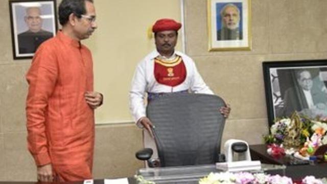 महाराष्ट्र विधानसभा : स्पीकर को लेकर दो पार्टियों में जंग जारी,उद्धव को कुछ ही देर में साबित करना है बहुमत