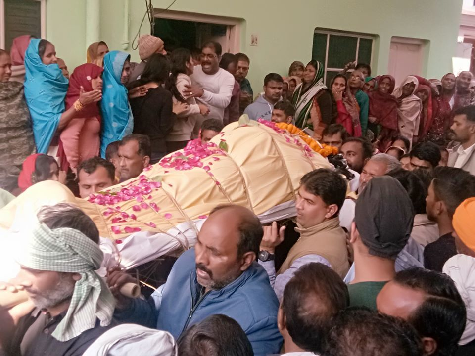 शाहजहांपुर: राकेश यादव को अंतिम विदाई,परिजन व रिश्तेदारों का रो-रोकर हुआ बुरा हाल, भारी पुलिस बल रहा तैनात