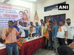 महाराष्ट्र में शिवसेना को लगा बड़ा झटका, 400 पार्टी कार्यकर्ताओं ने थामा इस पार्टी का दामन