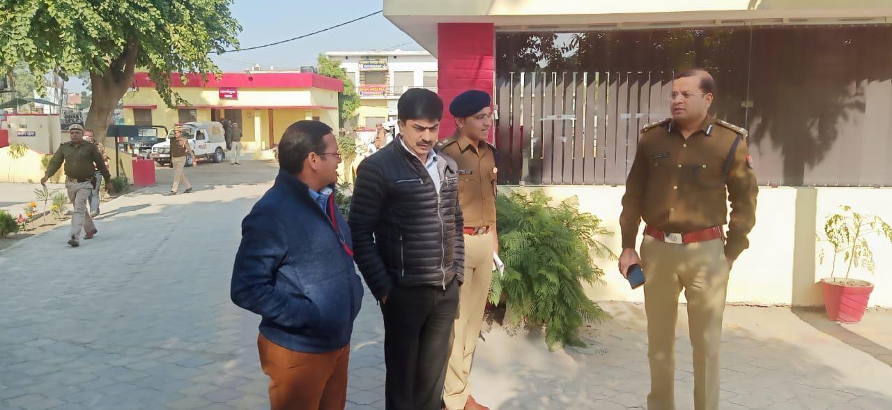 6 दिसंबर को लेकर जिले में मंडलायुक्त का निरीक्षण, पहुंचे कैराना