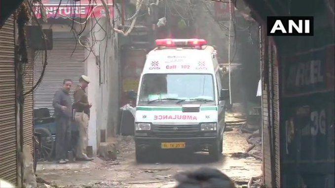 दिल्ली में एक फैक्ट्री में लगी आग, 43 लोंगों की मौत , 100 के फंसे होने की आशंका, मरने वालों में बिहार यूपी के लोग