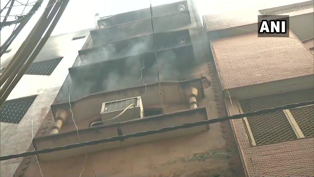दिल्ली : अनाज मंडी की उसी फैक्ट्री में लगी दोबारा आग, जहां कल 43 लोगों की हुई थी मौत