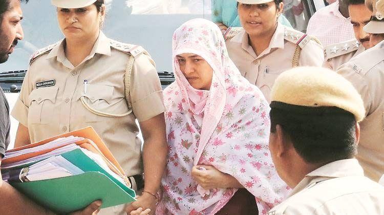 सुनारिया जेल में बंद राम रहीम से मिली हनीप्रीत, 45 मिनट तक चली मुलाकात