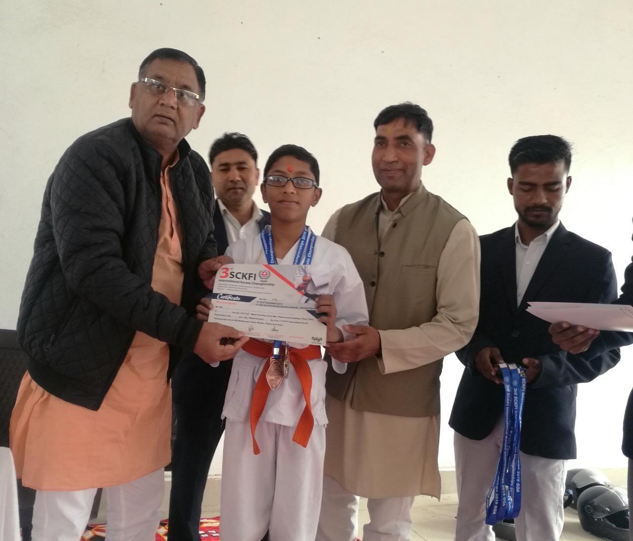 गोवा में हुयी अंतरराष्ट्रीय कराटे प्रतियोगिता में 16 बच्चों ने किया जिले का नाम रोशन