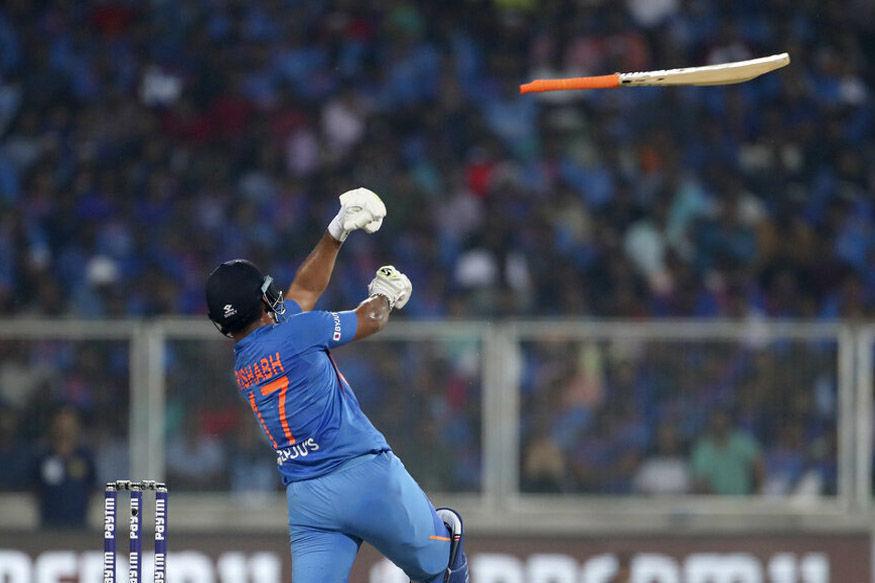 IND vs WI: वनडे मैच से पहले ही टीम इंडिया को लग चुके है दो झटके, इस खिलाड़ी को डेब्यू करने का मिल सकता है मौका