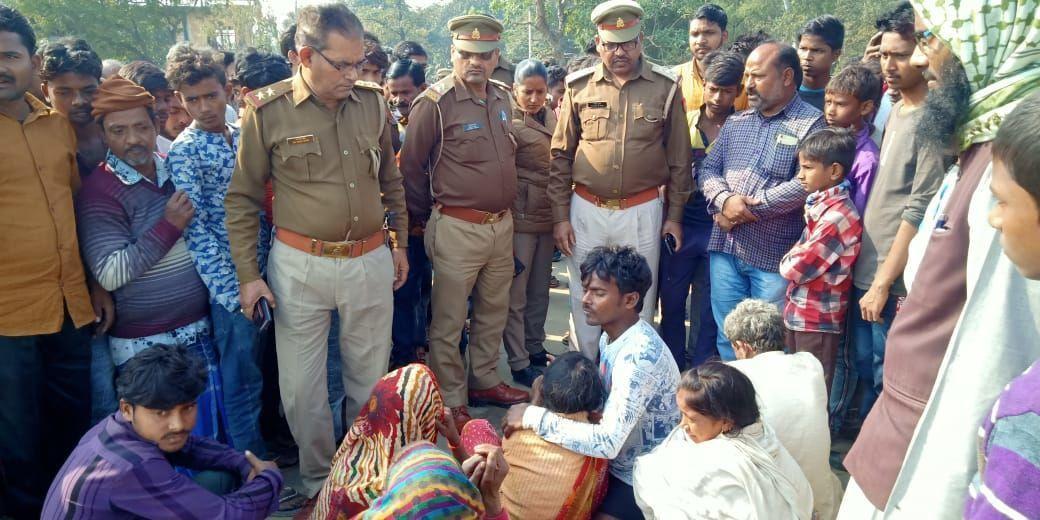नहर में गिरा युवक ग्रामीणों का मार्ग जाम करके प्रदर्शन, पुलिस ने समझा कर खुलवाया जाम