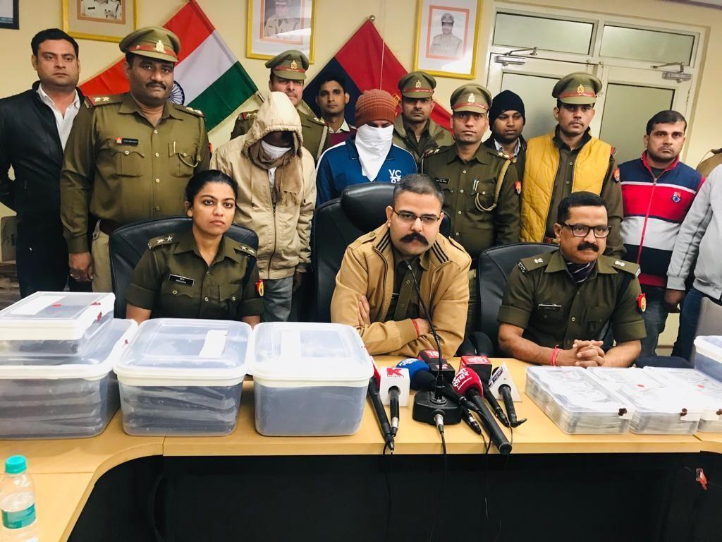 नोएडा पुलिस ने नशीले पदार्थों को बेचने वाले दो शातिर अभियुक्त किए गिरफ्तार, कब्जे से एक करोड़ की अफीम बरामद