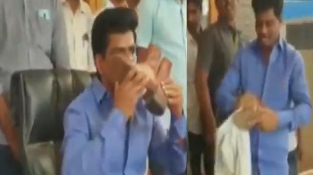 इस सांसद ने हैदराबाद पुलिस जवान का जूता साफ कर चूमा, देखें VIDEO