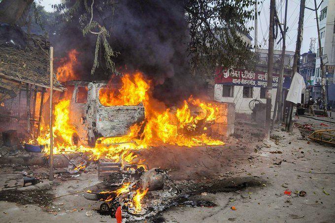 UP CAA Protest Live Update : यूपी में अब तक 4500 हिरासत में, 705 गिरफ्तार, 14 हजार से ज्यादा सोशल मीडिया पोस्ट पर कार्रवाई