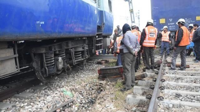 Train Derail : मुरादाबाद में काशीपुर पैसेंजर के दो कोच पटरी से उतरे