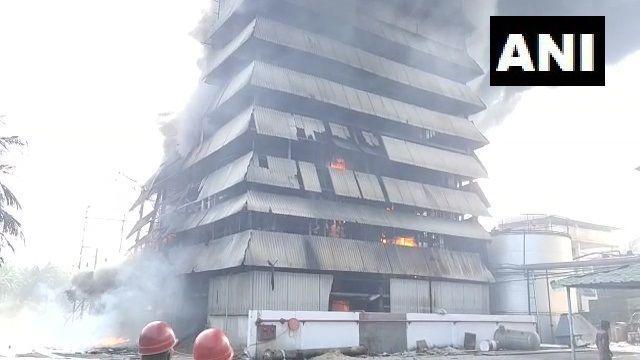 आंध्र प्रदेश में तेल फैक्ट्री में लगी आग,