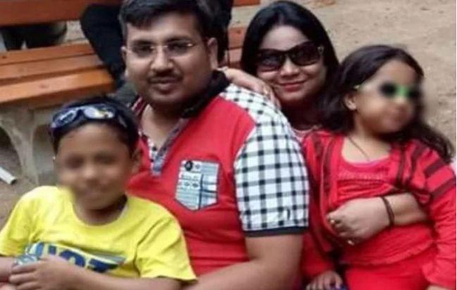 मथुरा में मशहूर बुलियन कारोबारी नीरज अग्रवाल की पुत्री और पत्नी समेत मिली लाश जबकि बेटा अंतिम सांस ले रहा था.