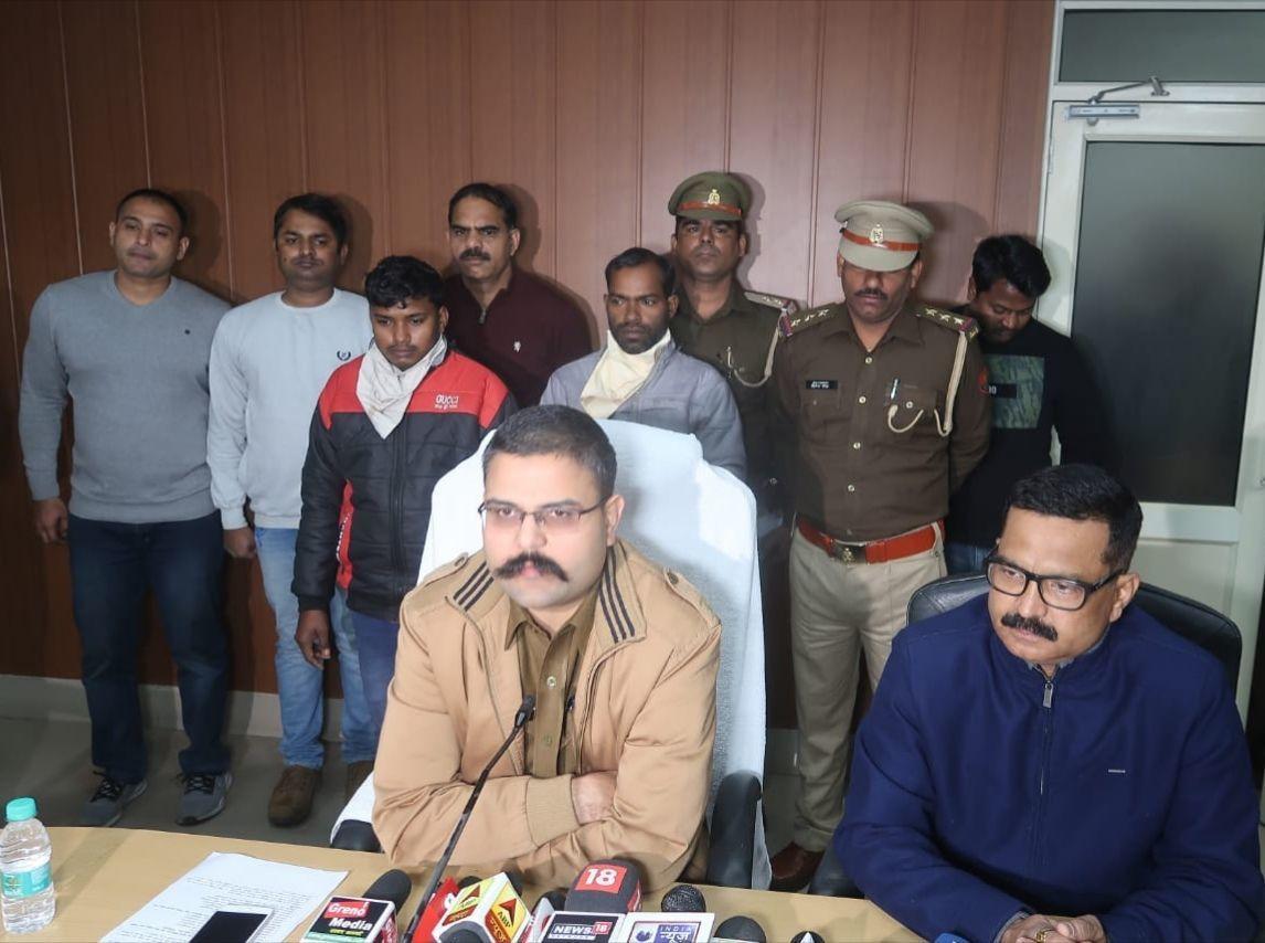 दादरी पुलिस ने 25000 रुपये के इनामी अभियुक्त के साथ एक लुटेरे को किया गिरफ्तार, कब्जे से लूट के 1 लाख 22 हजार रुपये बरामद