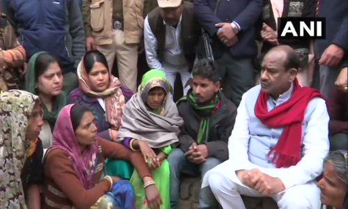 कोटा में बच्चों की मौत का आंकड़ा पहुंचा 107, स्पीकर ओम बिरला पीड़ित परिवार से मिले