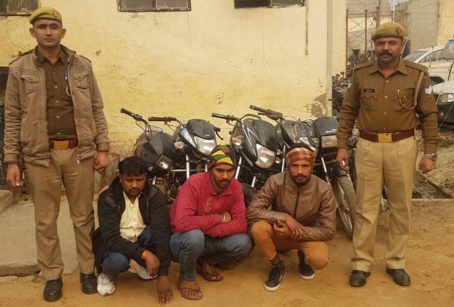 तीन शातिर वाहन चोर को थाना-बादलपुर पुलिस ने किया गिरफ्तार,हुए कई अहम खुलासे