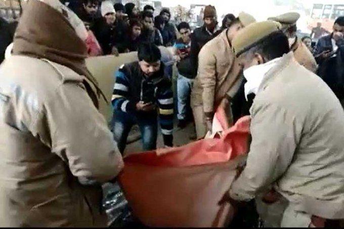चेकिंग के दौरान यूपी में पुलिस ने गाडी में रखा बक्सा खोला, तो लाश देखकर दंग रह गई